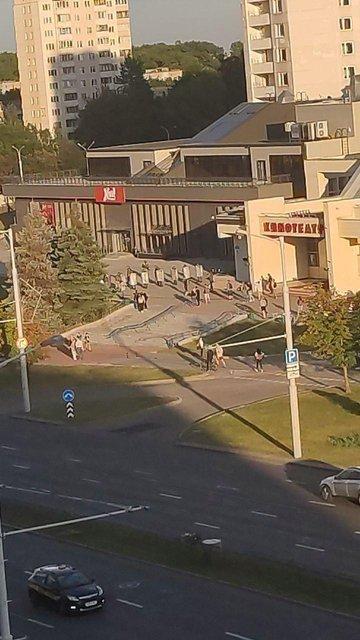 Протесты в Беларуси, день третий: Хроника событий - ФОТО, ВИДЕО - фото 203918