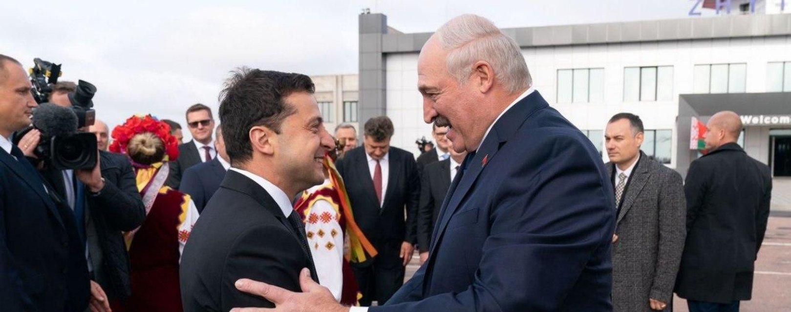 Зеленский призвал украинцев не ездить в Беларусь - фото 204001