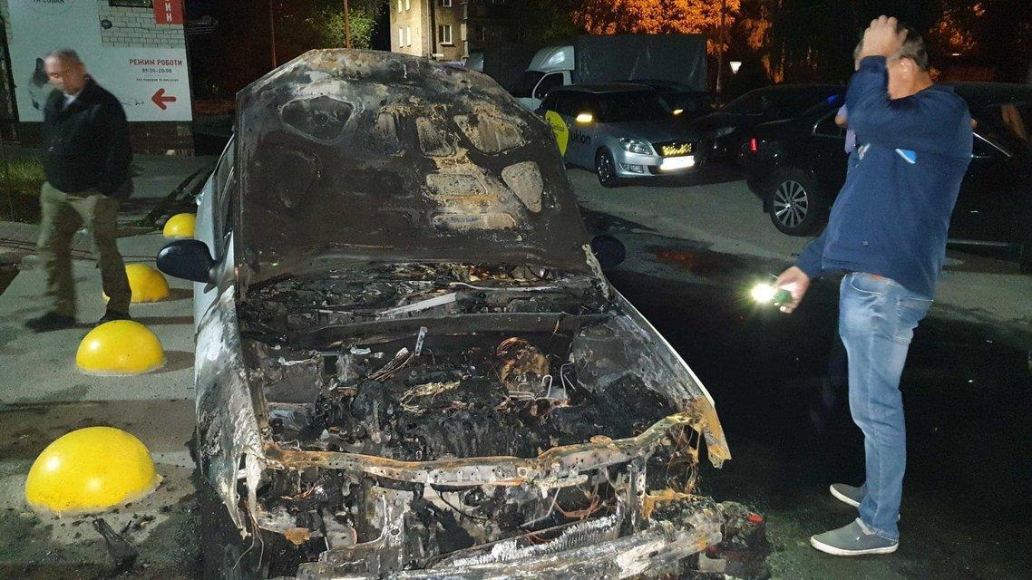 Неизвестные сожгли машину журналистов 'Схем' – ФОТО - фото 204123