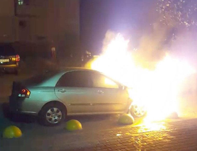 Неизвестные сожгли машину журналистов 'Схем' – ФОТО - фото 204124