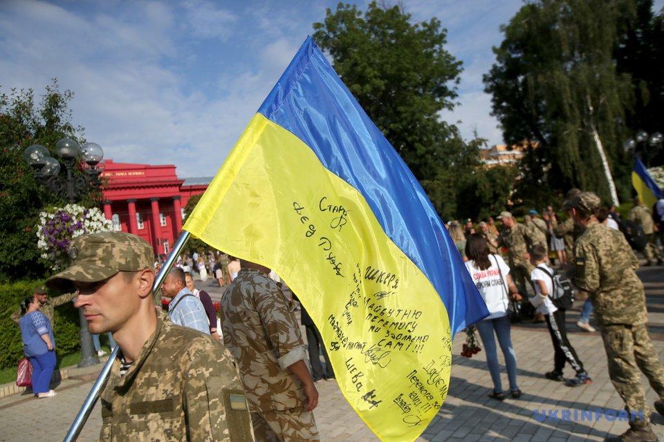 В Киеве прошел Марш защитников Украины - яркие ФОТО - фото 204391