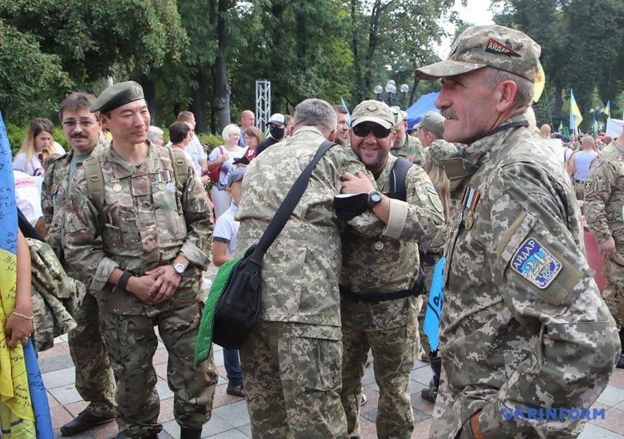 В Киеве прошел Марш защитников Украины - яркие ФОТО - фото 204393