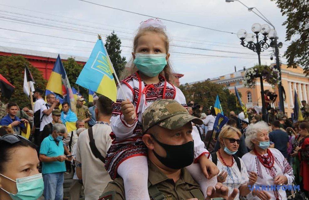 В Киеве прошел Марш защитников Украины - яркие ФОТО - фото 204394