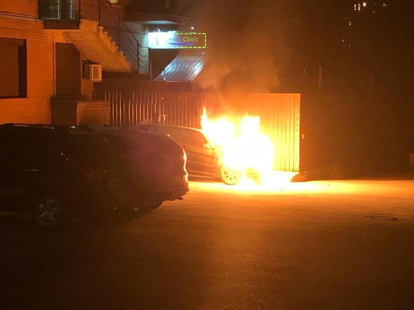 Гео Леросу сожгли машину: Все подробности – ФОТО, ВИДЕО - фото 204684