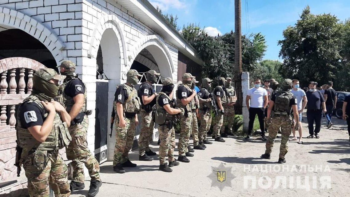 На Харьковщине произошло массовое столкновение с ромами – ФОТО - фото 204695