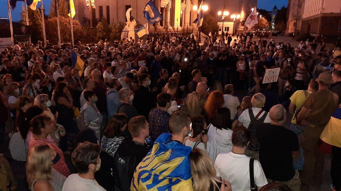 Около тысячи активистов приехали к госрезиденции Зеленского ради импичмента ВИДЕО - фото 205273