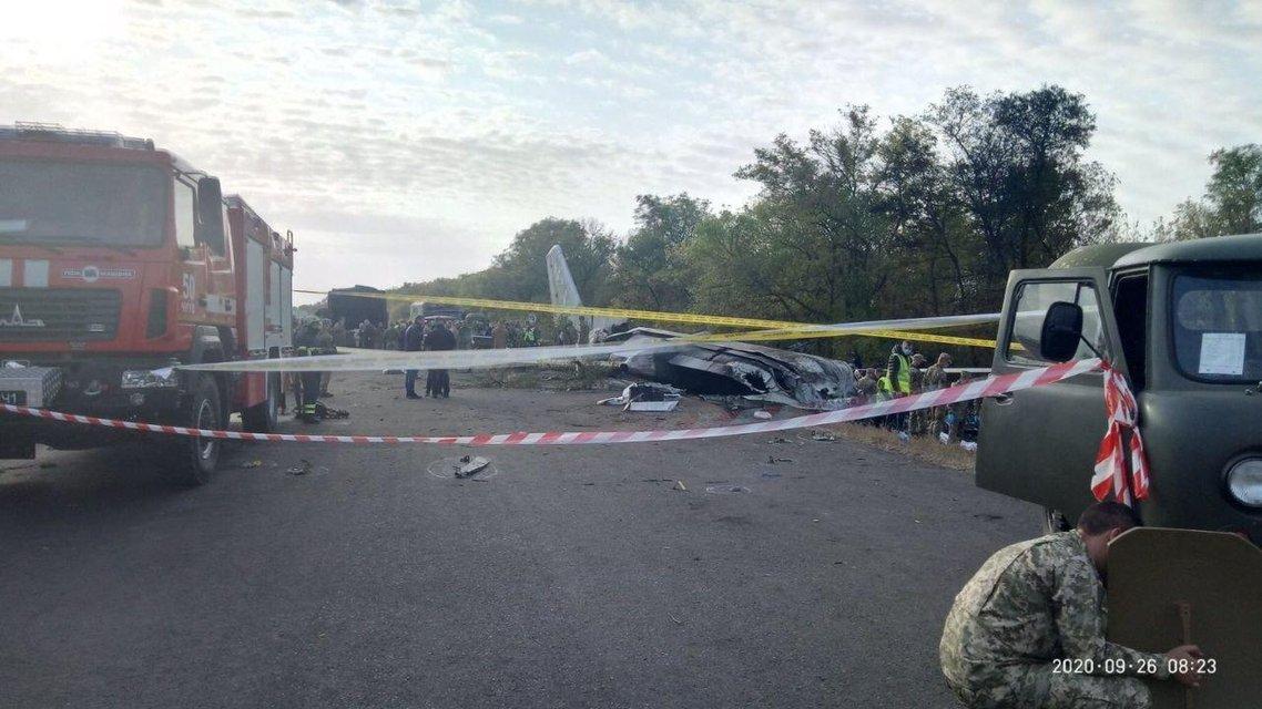В Харьковской области разбился самолет - погибли 25 человек - фото 205952