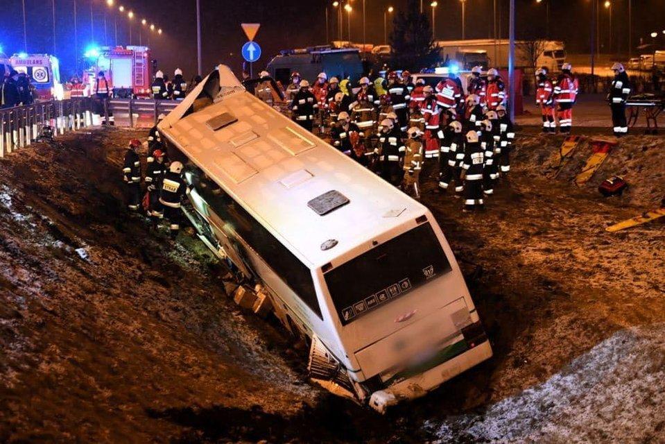 У Польщі автобус з українськими заробітчаними потрапив у страшу ДТП - фото 207459