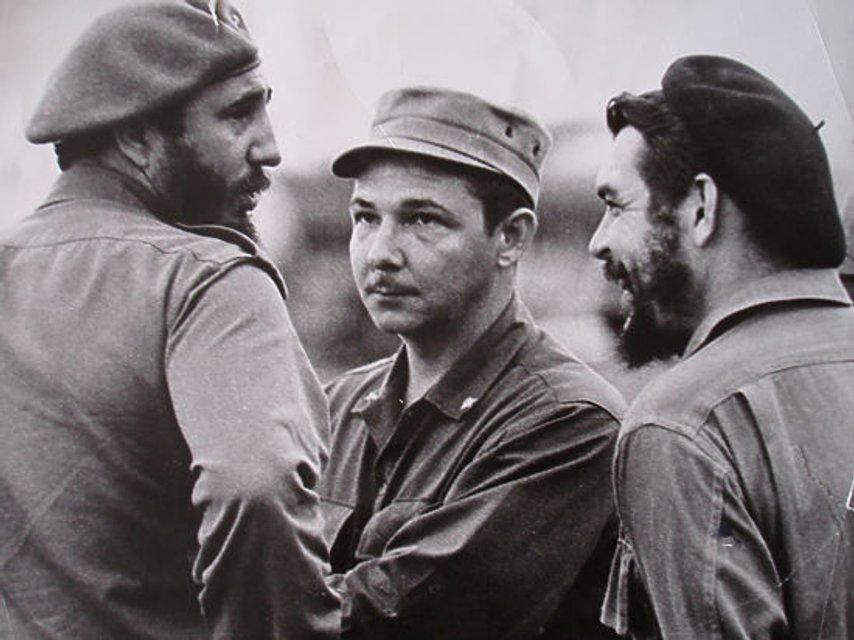 Родина Кастро більше не керуватиме Кубою - фото 207719
