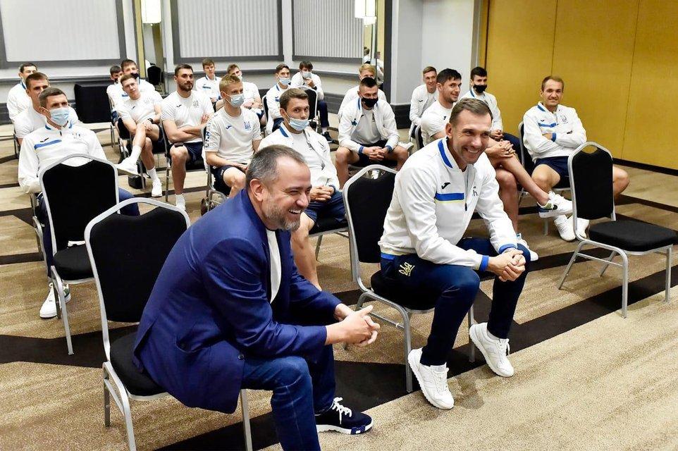 Президент України зателефонував футболістам збірної напередодні історичного матчу Євро2020 - фото 208369