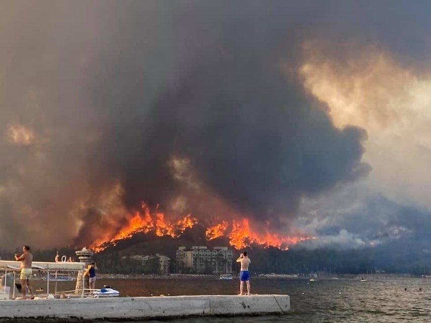 Турецький курорт Анталія охопили страшні пожежі - фото 208685