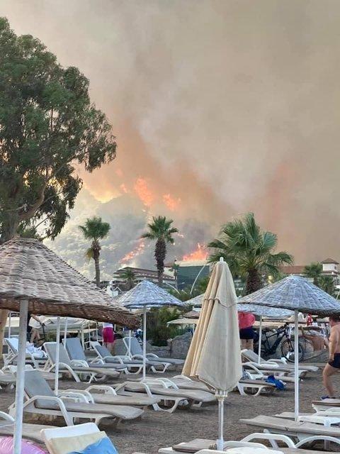 Турецький курорт Анталія охопили страшні пожежі - фото 208686