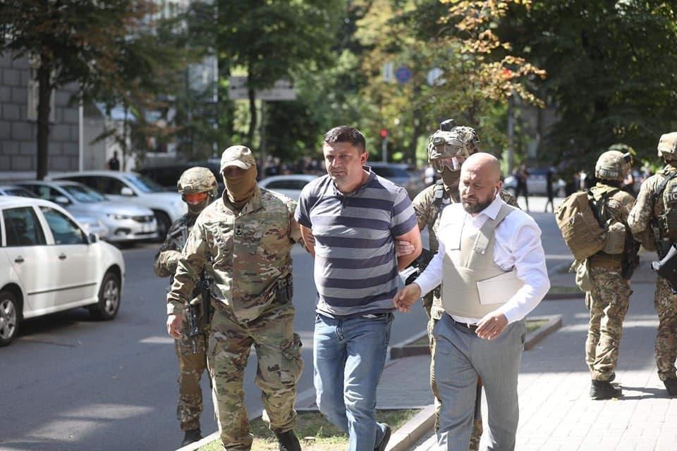 Ветеран АТО погрожував підірвати Кабмін бойовою гранатою - фото 208752