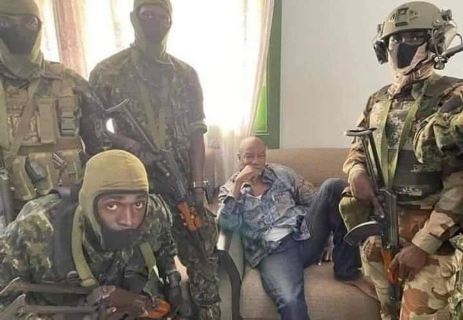 У Гвінеї відбувається воєнний переворот - фото 209031