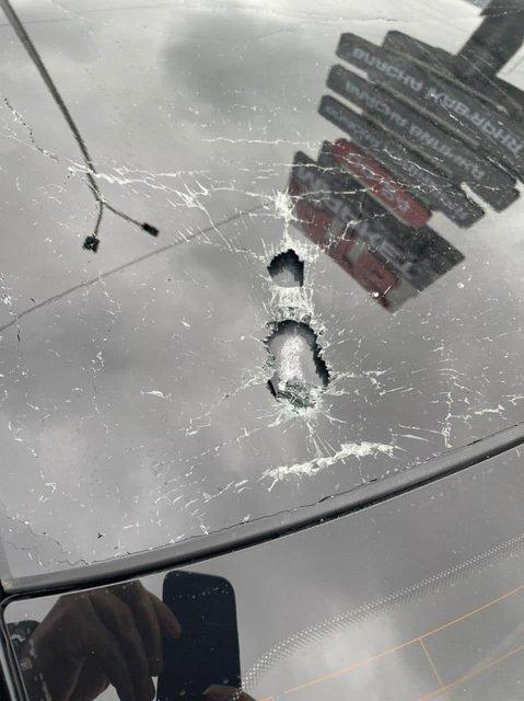 Під Києвом обстріляли автівку наближеного до Зеленського Шефіра - фото 209223