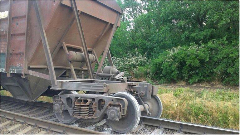 """""""Укрзализныця"""" возобновила грузовые ж/д перевозки с зоной АТО - фото 1"""