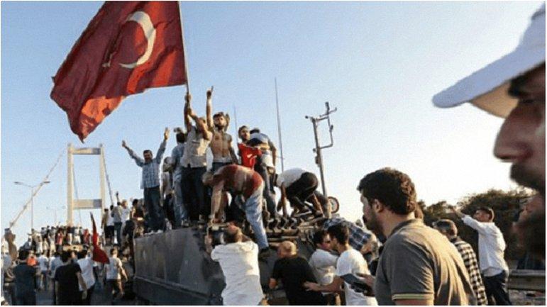 В Турции продолжается серия арестов после неудавшегося переворота. - фото 1