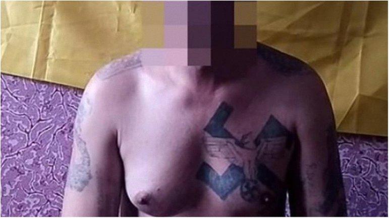 """Молодчик с нацистскими наколками два года воевал против """"бандеровцев"""". - фото 1"""