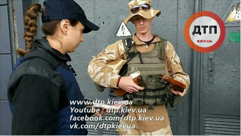 Боец АТО приехал в Киев в бронежилете и с автоматом, завернутым в пакет. - фото 1