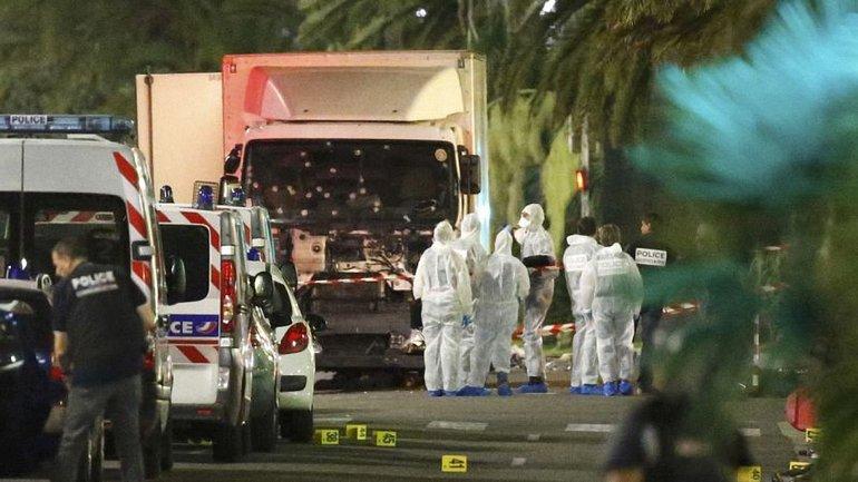 Террорист напал на людей, которые праздновали День взятия Бастилии - фото 1