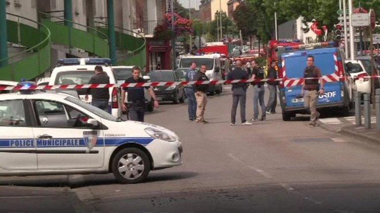 Полиция окружила захваченную церковь - фото 1