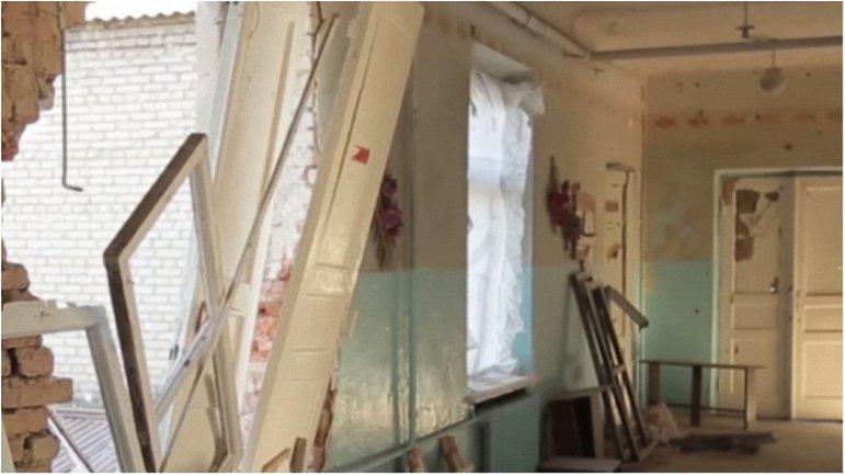 Террористы вновь обстреляли учебное заведение в Красногоровке. - фото 1