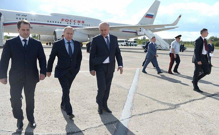 Михаил Бабич (первый слева) вместе с Путиным  - фото 1