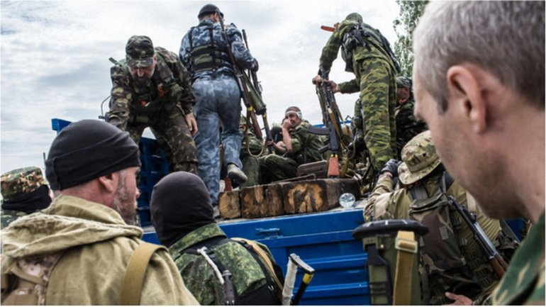 Террористы за последние дни посадили в подвалы десятки людей. - фото 1