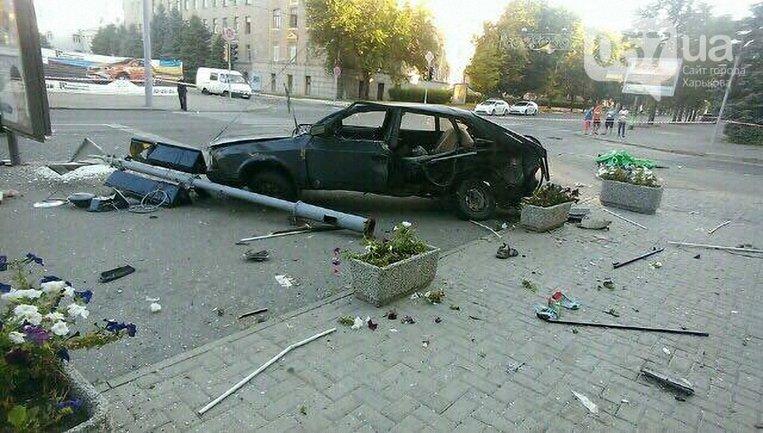 В результате ДТП двое человек погибло и пять пострадало - фото 1