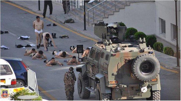 Полиция продолжает задержания военных, участвовавших в военном перевороте. - фото 1