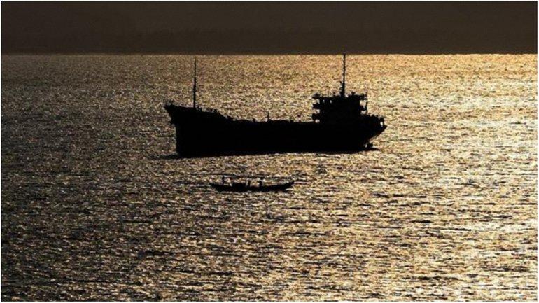 Крымские оккупанты утверждают, что судно с украинцами на борту было захвачено у берегов Ливии. - фото 1