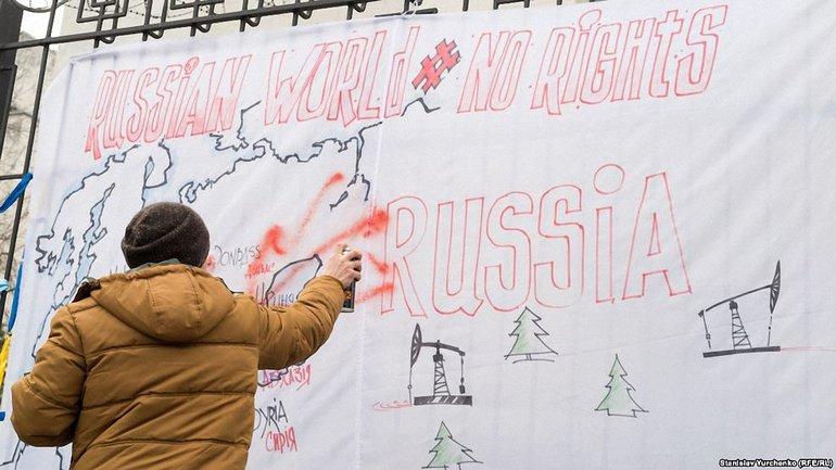 """Минулого року кримчани принесли під посольство РФ мапу """"гарячих точок"""" - фото 1"""