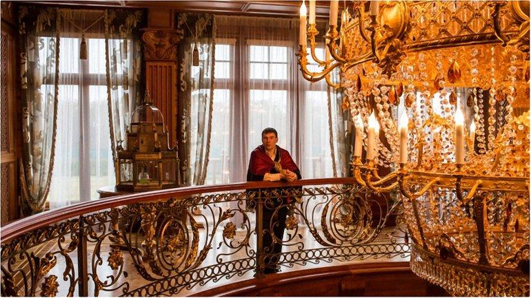 Резиденція Януковича тепер - місце для екскурсій, проте це лише верхівка корупційного айсбергу - фото 1