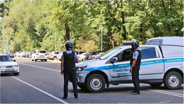 Правоохранители задержали устроивших стрельбу в полицейском участке Алматы. - фото 1