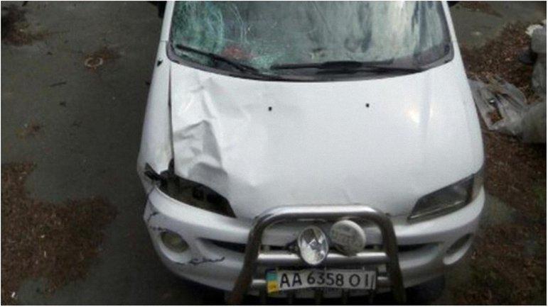 Экс-правоохранителя застукали за отмыванием крови с автомобиля. - фото 1
