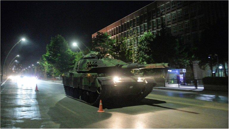 Танки на улицах страны-члена НАТО - фото 1