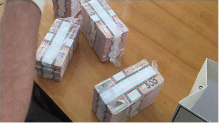 Вот так выглядит взятка в размере 1,5 млн гривен - фото 1