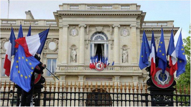Французские политики не признают аннексию Крыма. - фото 1