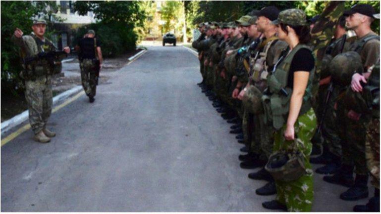 Бойцы спецподразделений полиции прибыли в Торецк для урегулирования ситуации. - фото 1