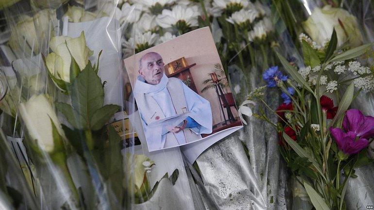 Мусульмане пришли на вечернюю службу в церкви Франции - фото 1