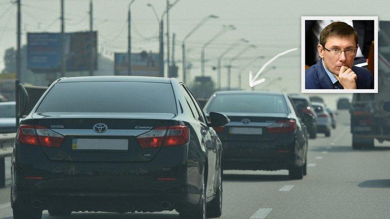 Кортеж из двух одинаковых Toyota Camry.  - фото 1