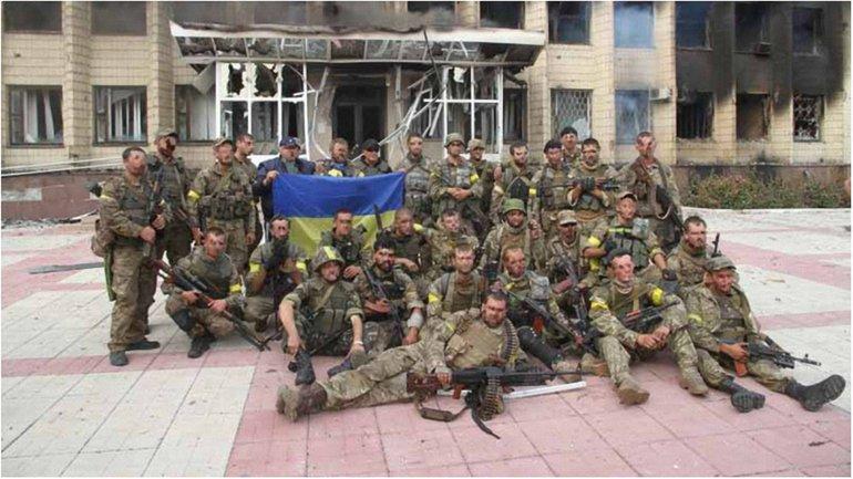 Бойцы спецназа в меньшинстве 8 часов сдерживали огромное количество боевиков. - фото 1