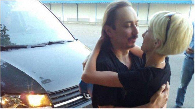 Иван Безъязыков наконец очутился в объятиях жены. - фото 1