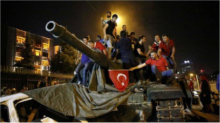 Из-за боестолкновений в Анкаре и Стамбуле погибли 145 мирных жителей. - фото 1