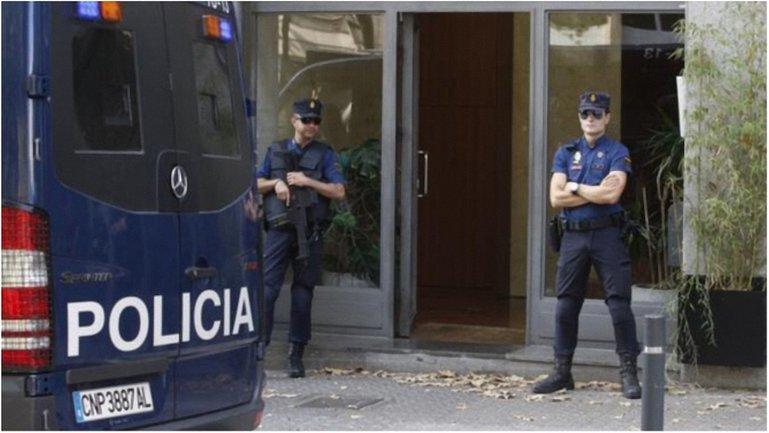 Полиция обыскала ресторан, с помощью которого отмывались колоссальные средства. - фото 1