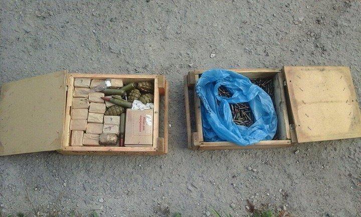 Боеприпасы, найденные в тайнике - фото 1