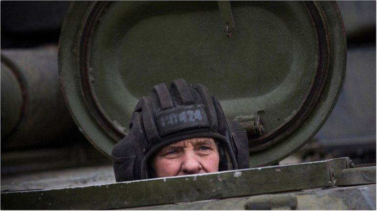 Танк сепаратистов стал виновником ДТП - фото 1