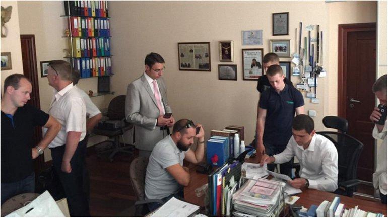 НАБУ отрицает нарушение закона во время обысков у адвокатов по делу Онищенко  - фото 1