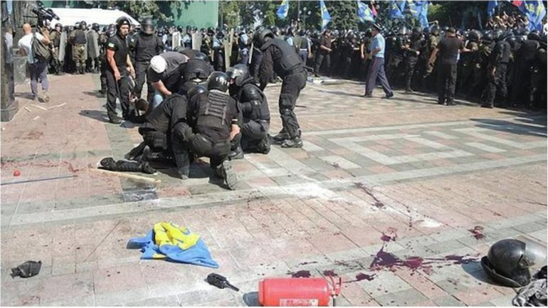Взрыв гранаты под Верховной Радой унес жизни четверых правоохранителей. - фото 1