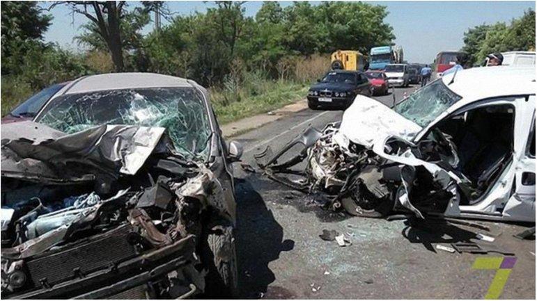 Известно об одном погибшем и нескольких пострадавших в результате аварии. - фото 1